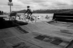 Les p'tits plaisirs du dimanche (cactus2016) Tags: noiretblanc blackandwhite vélo bike journal mer