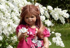 Anne-Moni ... ein Blümlein für Dich ... (Kindergartenkinder) Tags: grugapark essen kindergartenkinder blüte baum garten blume park annemoni frühling annette himstedt dolls
