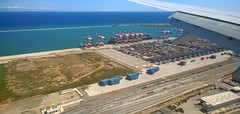 Puerto (vic_206) Tags: nokialumia1020 puerto seaport terminal contenedores barcelona wing