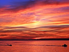 Colores del atardecer (Antonio Chacon) Tags: andalucia atardecer marbella málaga mar mediterráneo costadelsol cielo españa spain sunset puestadesol nubes nature naturaleza paisaje agua