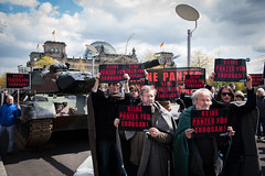 panzer_17-04-26_21 (campact) Tags: panzer türkei rheinmetall erdogan aktion paullöbehaus bundestag protest berlin campact demo gesine lötzsch tobias lindner