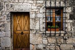 La petite porte et la fenêtre (Lucille-bs) Tags: europe france occitanie languedocroussillon lozère sainteenimie gorgesdutarn architecture porte fenêtre grille mur pierre maison