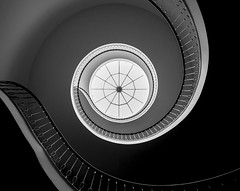 elegantly curved (Blende1.8) Tags: stair staircase treppe treppenhaus spiral wendeltreppe curved curvy rund light fineart architecture architektur indoor indoors interior bw carstenheyer nikon d700