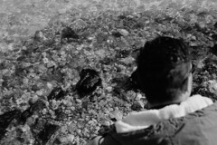 Man and the sea (pierocarrozzo) Tags: praktica tl 1000 ilford hp5 400 800 salento italy italia pellicola film photography otranto sea mare acqua
