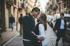 Street kiss (Jordi Corbilla Photography) Tags: kiss nikon d750 f14 50mm jordicorbilla jordicorbillaphotography streetphotography streetphoto street barcelona
