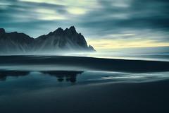 Vestrahorn Islande (EtienneR68) Tags: landscape montagne reflection reflet sea bleu blue eau hills mer mountain nature paysage vestrahorn sunset marque d810 nikon pays islande iceland