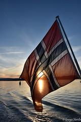 National Day is coming! (norella.giorgia) Tags: national nationalday norge norway norvegia flag sun sunset water sea oslo boat bandiera giornatanazionale nikon d5500 sky cielo mare