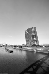 EZB 6 b&w (rainerneumann831) Tags: ezb frankfurt bw architektur main flus boot schff schatten brücke skyline blackwhite ©rainerneumann