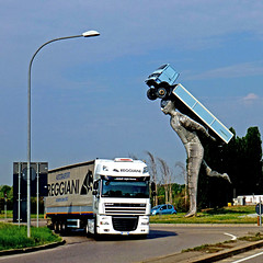 Bologna, Via Marco Emilio Lepido - SS9 (pom.angers) Tags: panasonicdmctz30 april 2017 bologna emiliaromagna italy italia europeanunion trucks sculpture 100 150