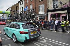 Tour De Yorkshire Stage 2 (669) (rs1979) Tags: tourdeyorkshire yorkshire cyclerace cycling teamcar teamcars tourdeyorkshire2017 tourdeyorkshire2017stage2 stage2 knaresborough harrogate nidderdale niddgorge northyorkshire highstreet
