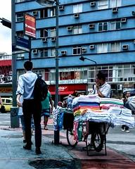 observador (luyunes) Tags: mercado vendedoresderua vendedor ambulante vendedorambulante motoz luciayunes
