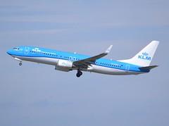 "PH-HSE, Boeing 737-8K2(WL), 39259/3635, KLM Royal Dutch Airlines, "" Blauwstaart / Blue Tail"", fleet number # SE-327, CDG/LFPG, 2017-04-12, off runway 27L/09R. (alaindurandpatrick) Tags: kl klm klmroyaldutchairlines airlines 737 737ng 738 737800 boeing boeing737 boeing737800 boeing737ng airliners jetliners cdg lfpg parisroissycdg airports aviationphotography 392593635 phhse"