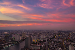 dancing cloud (Flutechill) Tags: sky skyline sun sunset city cityscape urban asia chaophayariver building tower lebuahotel statetower bangkok thailand architecture famousplace