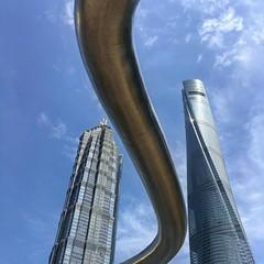 扭曲 Convoluted city 借位摄影挺好玩的,这个扭曲的东东是对面IFC5楼楼顶的防护栏杆 #shanghai #shanghaicity #陆家嘴 #lujiazui #phonephotography #phonepic (Lawrence Wang 王治钧) Tags: 扭曲 convoluted city 借位摄影挺好玩的,这个扭曲的东东是对面ifc5楼楼顶的防护栏杆 shanghai shanghaicity 陆家嘴 lujiazui phonephotography phonepic