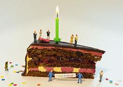 Happy Birthday Pixelfaxe! (david_drei) Tags: happybirthday preiser torte hausmeisterkrause weinkenner applaus kerze explored