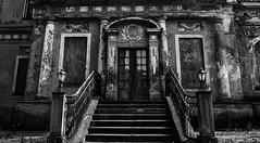 abandoned b&w #5 #myfavouritelostplace #lostplaces (nicoheinrich86) Tags: 52of2017 myfavourite 5 lostplaces bw abandoned blackwhite schwarzundweis struktur structure architecture architektur treppen stairs germany nikon nikond5300 nikcollection urban decay verfall