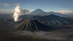 Mount Bromo Vulcano Sunrise (André Schönherr) Tags: 40d visionhunter vulkan vulcano bromo mount berg java indonesia indonesien nature green