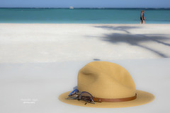 piña colada time ... (mariola aga) Tags: puntacana dominicanrepublic vacation trip beach beachgetaway sky ocean sand palmtrees shadow tourists couple couch hat sunhat sunglasses blue turquoise white sandy pastel tones juanilloplaya thegalaxy