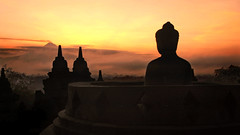 Borobudur Sunrise (André Schönherr) Tags: 40d visionhunter java borobudur tempel sunrise sonnenuntergang warm buddha stone red yellow indonesia indonesien light