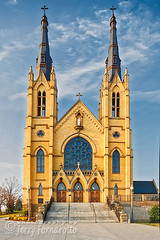 Saint Andrews Roanoke (Jerry Fornarotto) Tags: architecture building cr2017 catholic catholicchurch christianity church cross culture exterior facade front jerryfornarotto old outdoors religion saintandrews spirers steeple steps tn tenn tennessee tower vertical worship historicchurch