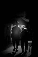 伴 生 (Wilson Au | 一期一会) Tags: 上環 海味街 香港 背光 sheungwan hongkong backlight fujifilm xe2 helios442 blackandwhite monochrome 德輔道西 desvoeuxroadwest