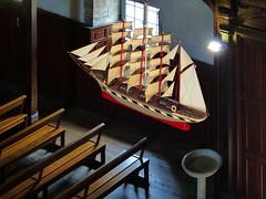 (MAGGY L) Tags: paysbasque église bateau voilier suspendu bancs bénitier fenêtre projecteur