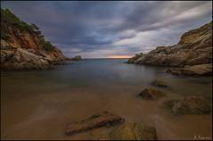 Amanecer en la playa (antoniocamero21) Tags: playa amanecer cielo color foto sony paisaje marina morisca cala tossa girona catalunya