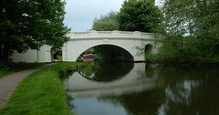 Grand Union Canal: The Grove Bridge (John Steedman) Tags: herts hertfordshire uk unitedkingdom england イングランド 英格兰 greatbritain grandebretagne grossbritannien 大不列顛島 グレートブリテン島 英國 イギリス ロンドン grandunioncanal canal bridge grovebridge
