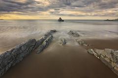 Atxabiribil (explore) (Rafael Díez) Tags: españa paisvasco vizcaya atxabiribil paisaje mar atardecer sunset nubes sol agua rafaeldíez filtro rocas