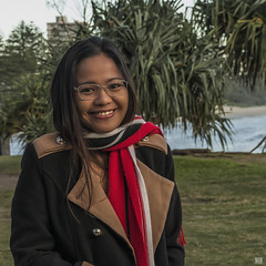 Pretty smile and a cool morning (BAN - photography) Tags: prettygirl scarf coat spectacles smile park pandanustree sea burleighheads d810