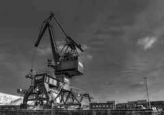 M A C H I N E H E A D (creati.vince) Tags: creativince frankfurt germany mainhattan crane slewingportal 360degree lifting