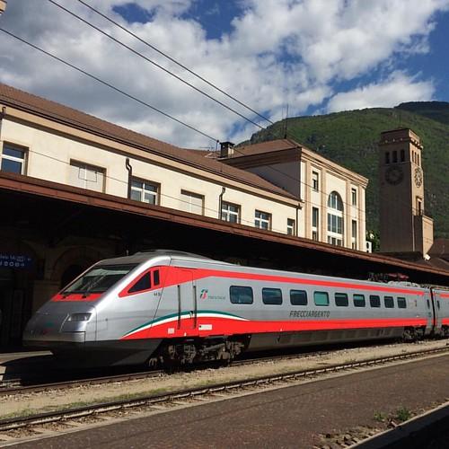 Freccia #latergram #italia #bozen #bolzano #train #etr #sky #frecciargento #fs