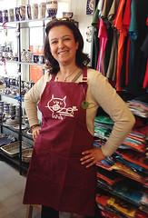 turista con il mio grembiule (dindolina) Tags: mercato testaccio roma rome italia italy grembiule apron screenprint serigrafia dindolina lindavignato gatto cat turist turista