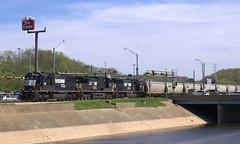 NS 2559 North (BSTPWRAIL) Tags: ns norfolk southern railroad railway rail road way locomotive locomotives sd70 c409w sd70m empty grain train east peoria illinois