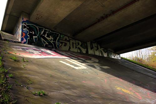 "Unter der Brücke • <a style=""font-size:0.8em;"" href=""http://www.flickr.com/photos/69570948@N04/34280248241/"" target=""_blank"">View on Flickr</a>"