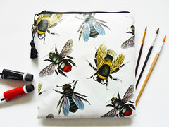 3B3CFFE4-3959-11E7-AC30-AD748C8D51D0 (Jigglemawiggle) Tags: waterprooftravelbag overnightbag largewaterproofpouch squarebag bumblebee queenbee beespecies jigglemawiggle etsy folksy