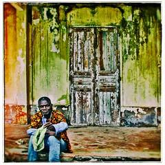 devant la porte (Marie Hacene) Tags: grandbassam côtedivoire afrique porte murs