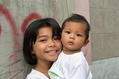 big sister with little brother (the foreign photographer - ฝรั่งถ่) Tags: big sister little brother khlong thanon portraits bangkhen bangkok thailand nikon d3200