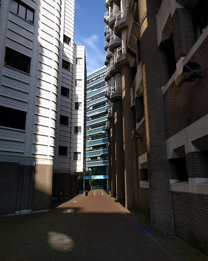 Where three buildings meet #architecture #alleygram