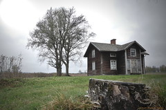 Old house (MIKAEL82KARLSSON) Tags: övergivet öde övergiven old ödehus gammalt gammal hus gård farm panasonic fz300 mikael82karlsson sverige sweden dalarna bergslagen explore flickr