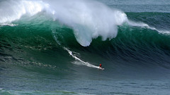 ANDREW COTTON / 7214SUW (Rafael González de Riancho (Lunada) / Rafa Rianch) Tags: surf waves surfing olas sport deportes sea mer mar nazaré vagues ondas portugal playa beach 海の沿岸をサーフィンスポーツ 自然 海 ポルトガル heʻe nalu palena moana haʻuki kai olahraga laut pantai alam mare sports esportes water