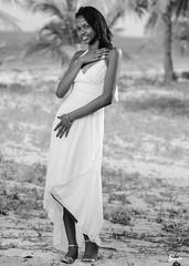 Cristall (02_0027BW) (ronnie.savoie) Tags: africanamerican black noir negra woman mujer chica muchacha girl pretty guapa lovely hermosa browneyes ojosnegros brownskin pielcanela portrait retrato model modelo modèle smile sonrisa campbay santosguardiola roatan roatán honduras hondureña catracha bayislands islasdelabahía diaspora africandiaspora