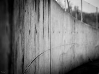 Sichtbetonmauer