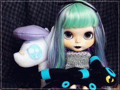 Not lonely anymore (Pliash) Tags: blythe gothic goth umbreon tbl pokemon felt plushie plushies plush dark darkness rainbow hair
