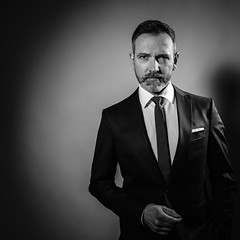 confident (Heinz Porten) Tags: moritz portrait studio bw sw man mann schwarzweiss blackwhite indoor blitz flash fujixt2
