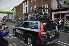 Tour De Yorkshire Stage 2 (699) (rs1979) Tags: tourdeyorkshire yorkshire cyclerace cycling teamcar teamcars tourdeyorkshire2017 tourdeyorkshire2017stage2 stage2 knaresborough harrogate nidderdale niddgorge northyorkshire highstreet