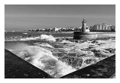 FOZ DO DOURO  ( Oporto-Portugal ) (RAMUBA) Tags: faro mar oceano oporto porto portugal olas wawe bw blanco y negro sea ocean lighthouse malecon pier