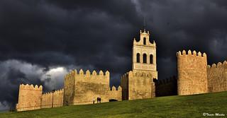 Nubarrones sobre Ávila.