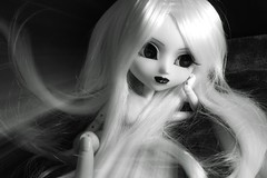 Radiate FA/FS (MelodicReveries) Tags: pullip neonoir neo noir white black doll figure gothic gith goth creepy obitsu body wig eye chips eyechips eyebrow lips carved painted