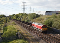 Sunday Evening Freight... (marcus.45111) Tags: 66041 class66 6v02 steel train railway freight pylons flickr flickruk canonrailwayphotography canoncameras canondslr canon5dmk11 gm moderntraction 2017